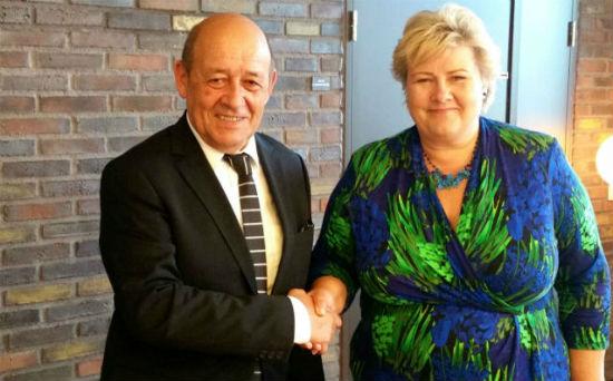 Visite du ministre fran ais de la d fense jean yves le for Ministre francais
